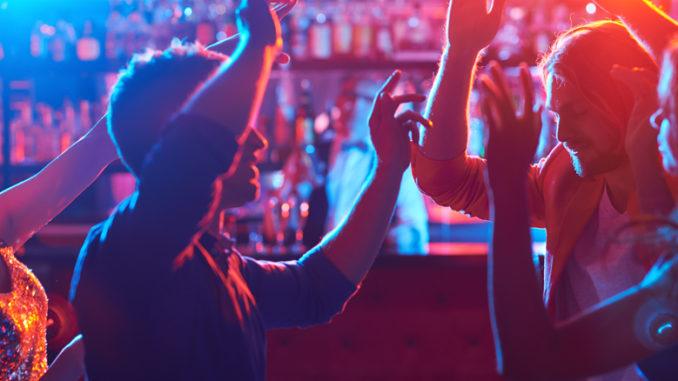 Клуб экспатов в москве стрептиз фото в клубах москвы
